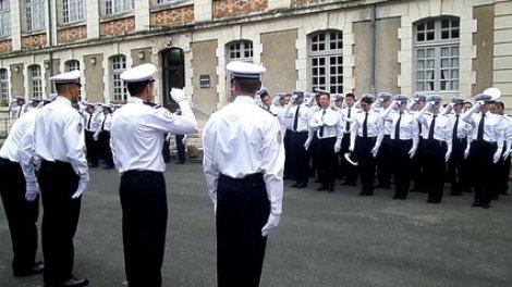 165%2FYDBTC%2Fles-jeunes-policiers-de-l-ecole-de-perigueux-diplomes_x240-8r5