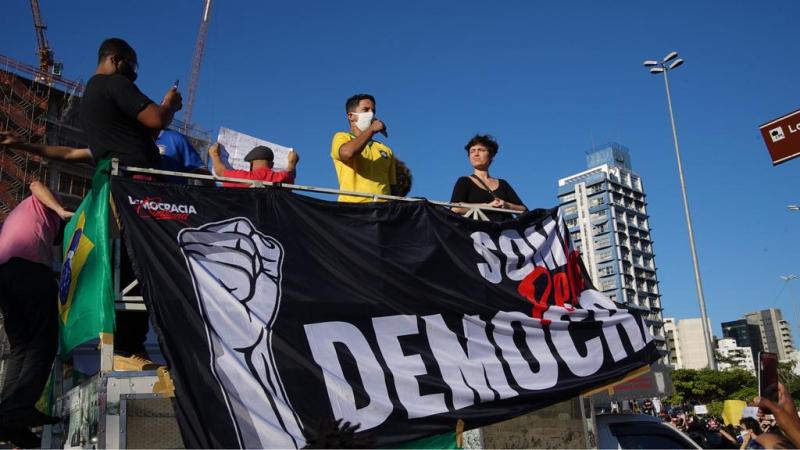 Supporters brésiliens contre bolsonaro